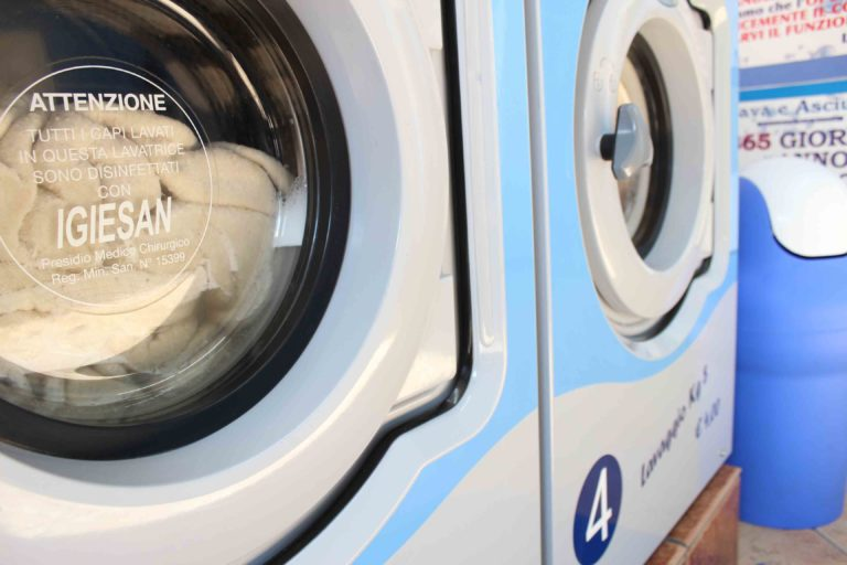come lavare la tua coperta di lana in lavatrice